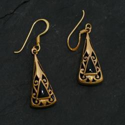 Bronzeohrringe - Dreieckig mit Ornamenten und Onyx
